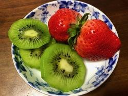 ひとつの苺1.jpg